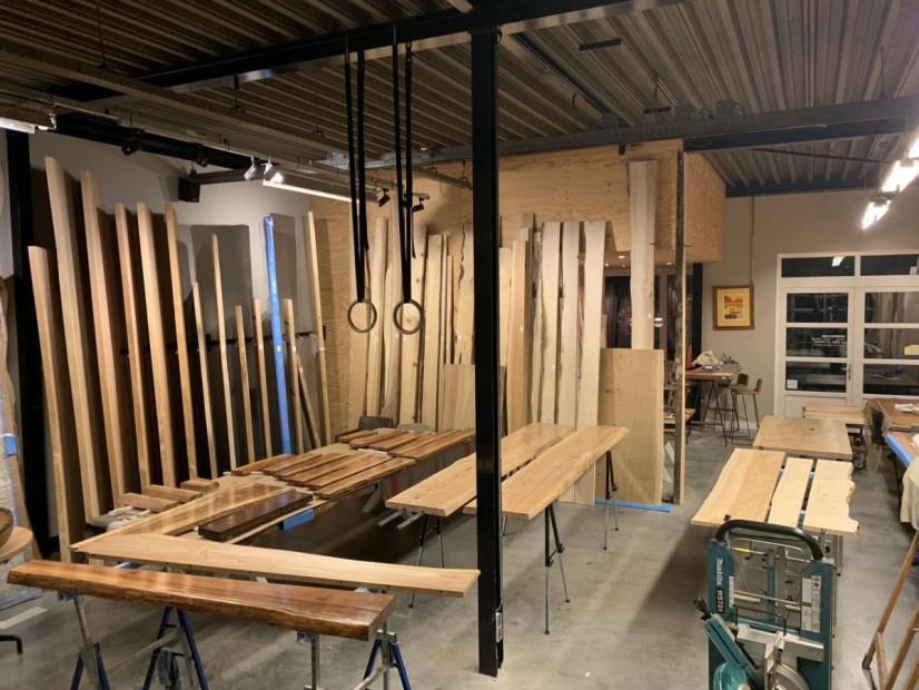 woodend-maatwerk-meubelmakerij-polyurethaanlak-boomstamtafels