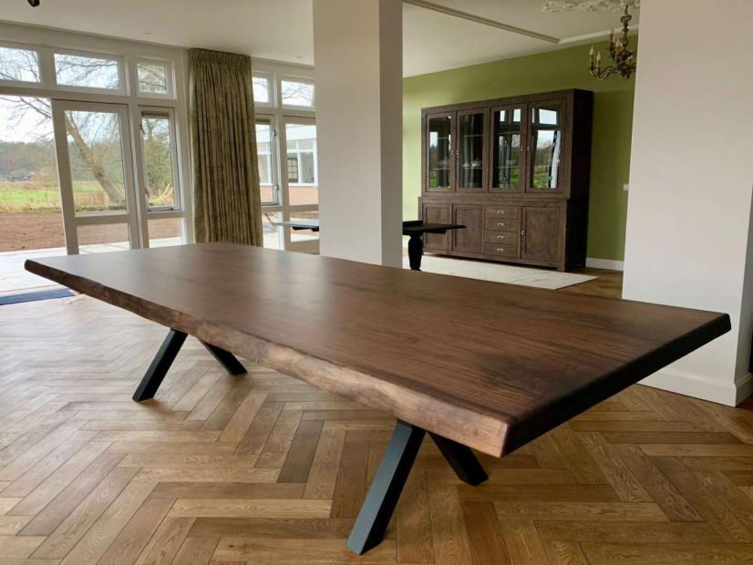 zwarte_walnoot-tafel-notentafel-Amerikaansnoten-boomstamtafel-maatwerktafel-stamtafel-slabtable-blackwalnut-1