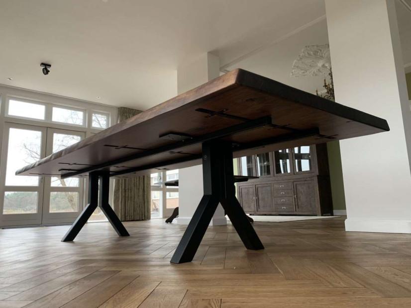 zwarte_walnoot-tafel-notentafel-Amerikaansnoten-boomstamtafel-maatwerktafel-stamtafel-slabtable-blackwalnut-2