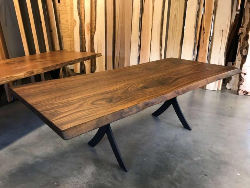 zwarte_walnoot-tafel-notentafel-Amerikaansnoten-boomstamtafel-maatwerktafel-stamtafel-slabtable-blackwalnut-3